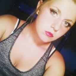 makeup tanktop lipstick smokeyeyes eyeliner